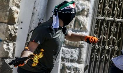 اطلاق زجاجات حارقة تجاه مركبات المستوطنين وقوات الاحتلال تغلق حواجز بالضفة الغربية