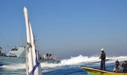 زوارق الاحتلال تهاجم مراكب الصيادين مقابل بحر قطاع غزة