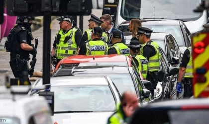 الشرطة البريطانية: اعتقال رجل يحمل فأسا قرب قصر باكنغهام