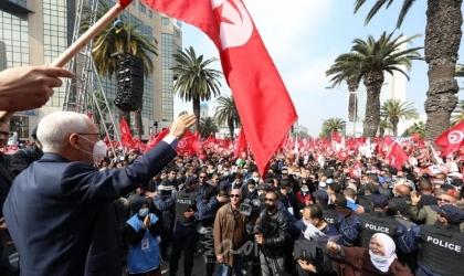 """""""جون أفريك"""": ثورة قادمة في """"النهضة"""" التونسية استباقا لمرحلة ما بعد الغنوشي"""