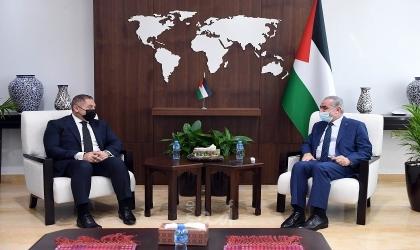 خلال استقباله السفير المصري..اشتية: نريد التزود بالغاز من مصر وليس من إسرائيل