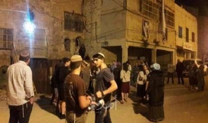 إعلام عبري: إصابة مستوطنين رشقاً بالحجارة غرب رام الله