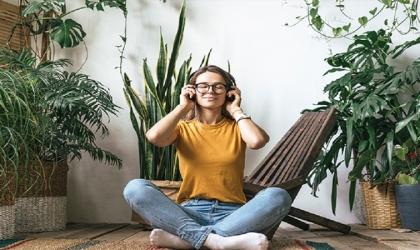 الجلوس لفترات طويلة يُؤدي إلى هذه المشاكل الصحية