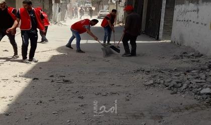 الوحدة العمالية تقوم بحملة تطوع لإزالة الركام وتنظيف شوارع مخيم جباليا شمال غزة