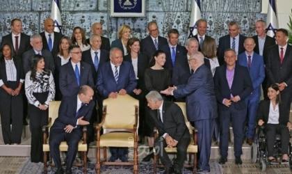 """مركز """"مدار"""" يستعرض اتفاقيات الحكومة الإسرائيلية والسير الذاتية للوزراء"""
