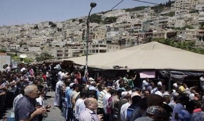 القدس: أهالي سلوان يؤدون صلاة الجمعة في خيمة اعتصام بطن الهوى