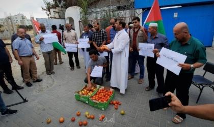 """مزارعو غزة يحتجون على """"العراقيل"""" التي تضعها سلطات الاحتلال أمام السلع الزراعية"""