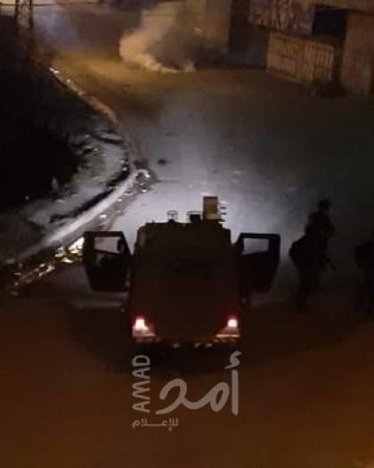 القدس: شبان يستهدفون جنود الاحتلال بالزجاجات الحارقة والألعاب النارية - فيديو