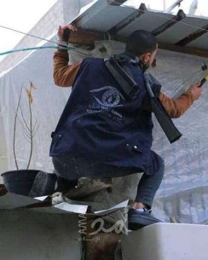 """غزة: تحالف أطفال الشرق الأوسط """" MECA """" تنفد مبادرة لتغطية منازل الأسر المتعففة بالنايلون"""