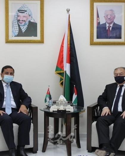 العسيلي والسفير الأردني يبحثان تعزيز علاقات التعاون الاقتصادي