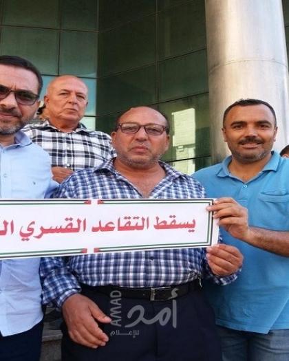 غزة: المتقاعدون قسرًا ينظمون وقفة للاحتجاج على قانون والتأخر بصرف رواتبهم